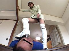 マネージャーを踏む事で仕事の不満を解消する女王様,吊るし縛りのバイブ弄り