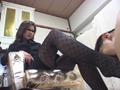 素人女王様のブーツでえさをもらい喜ぶマゾ犬 4