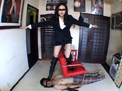 M男:ブーツとパンプスの全体重ヒール乗りに堪える仕事師