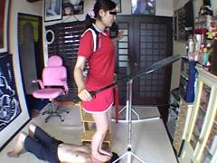 M男:美脚テニス選手の顔面練習台