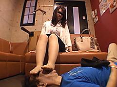 仕事後の足の汚れ舐め取り職人2