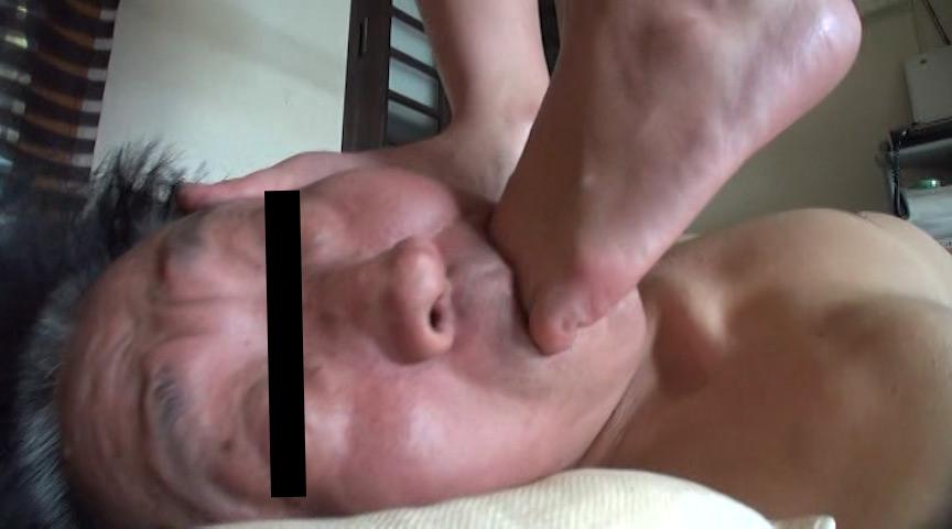 可愛いOL様がサンダルとナマ足で蹴り顔がパンパンに腫れた召使い の画像11