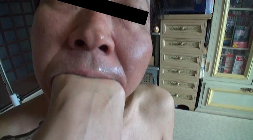 可愛いOL様がサンダルとナマ足で蹴り顔がパンパンに腫れた召使い の画像14