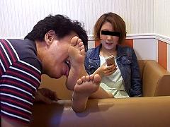 仕事後の足の汚れ舐め取り職人5