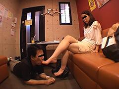 仕事後の足の汚れ舐め取り職人0