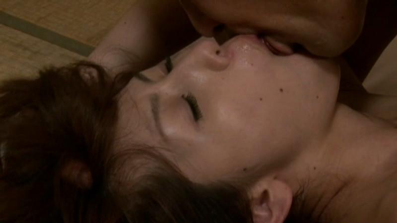 美人妻の濃厚な接吻 やればやるほどいい気持ち