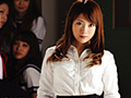 中年教師に自分の躰を身代わりに差し出した新人女教師 愛花沙也
