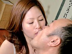【エロ動画】義父のとてもいやらしい接吻のトリコになった若妻のエロ画像