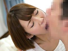 乙葉ななせ:接吻家庭内相姦