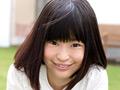 どう見ても19歳には見えない処女っ娘が、喪失&AVデビュー!神戸からAV女優になりたくて応募してきたお嬢様は、敬語が苦手でタメ語でしか喋れない不思議ちゃん!19年間極細タンポンしか入れたことがない未使用マンコに、果たして男優さんの極太ペニスが入ったらどうなっちゃうんですか!しかも、かなりの桃尻をもつ「かりん」ちゃんはスパンキングが大好きなのです。はやくデビューしてファンになってくれた皆にスパンキングしたいと無邪気な笑顔で答える、歪んだ性癖も持っているのです!