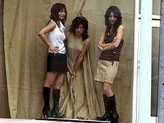 【エロ動画】AV女優をショーウィンドウでマネキンにさせてSEXのエロ画像