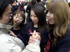 【エロ動画】女痴校生3人が素人童貞逆ナンパのエロ画像