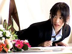 【エロ動画】会社説明会の受付嬢をまかされたAV女優が…3のエロ画像