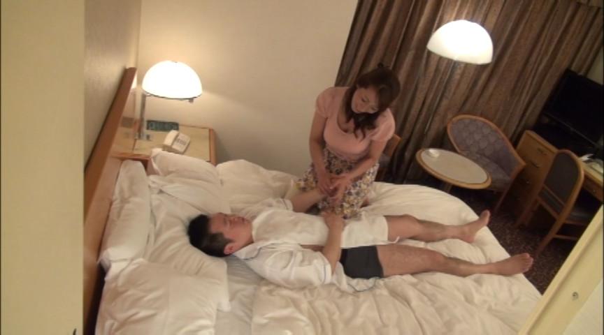 出張マッサージの美熟女にセンズリ見せつけ猥褻8 の画像5