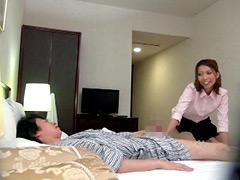【エロ動画】出張マッサージの美熟女にセンズリ見せつけ猥褻9の人妻・熟女エロ画像