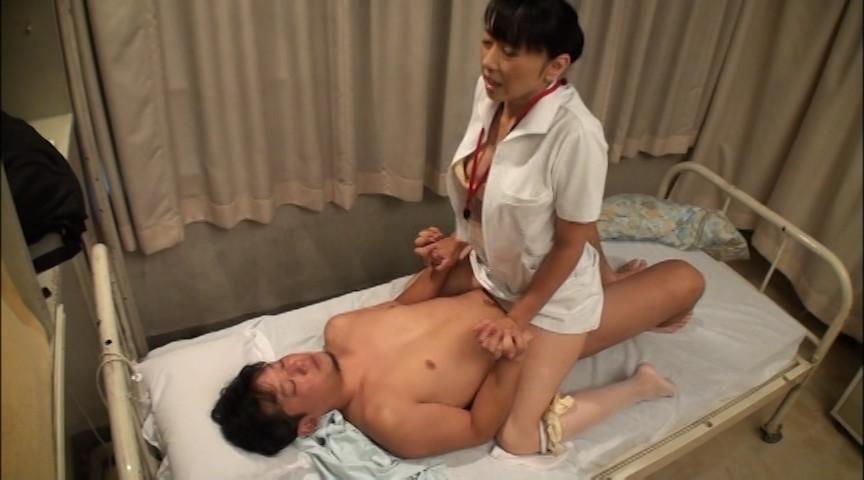 夜勤の熟女看護師にねだり猥褻 はつらつとした美熟女ナースには健康的な勃起アピールと猥褻な口説き文句が効く 4時間SP の画像12