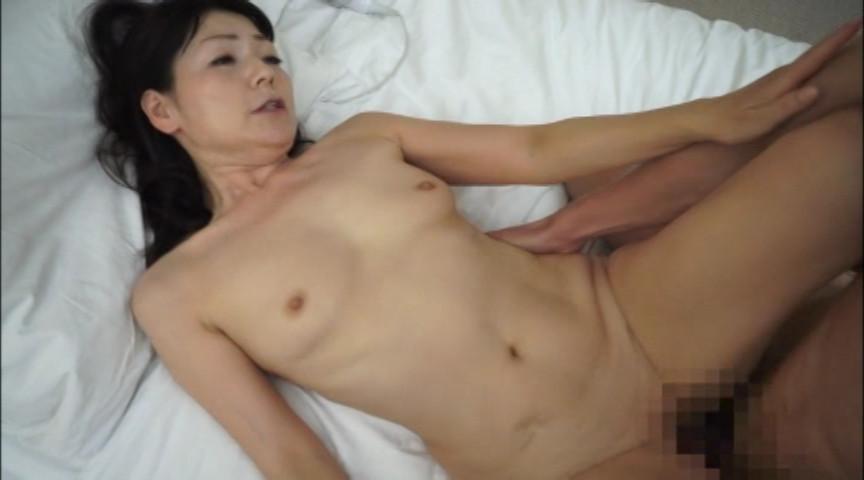 おばチラGET 実在する無垢な熟女の恥じらいEXPRESS5 の画像15