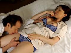 【エロ動画】出張マッサージの美熟女にセンズリ見せつけ猥褻16のエロ画像