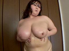 凄い肉体の秘書 ~巨大な乳房で男を貪る妻~