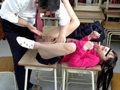 懲戒免職!小●生を教室で悪戯した教頭の記録映像