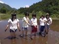 農業体験に来た少女たちに悪戯を繰り返す農夫サムネイル1