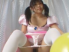 バイトの女の子に風船を割ってもらいました...