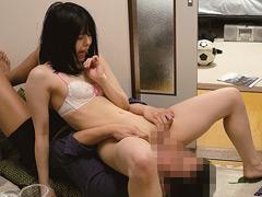 【エロ動画】新○駅で仲良し2人組をナンパ!自宅に連れ込みセックスのエロ画像