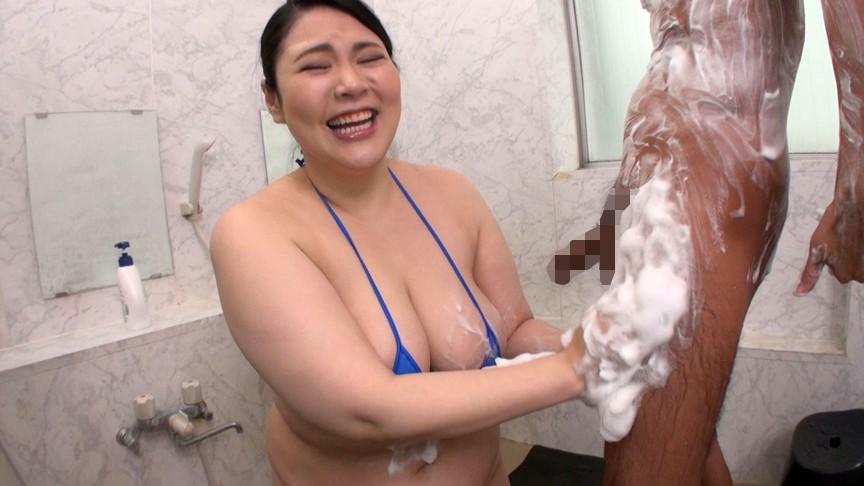 欲求不満の五十路熟女にチ●ポ洗っていただきました! 2