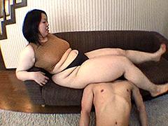 ぽっちゃり:極厚! 太腿騎女 モモコ