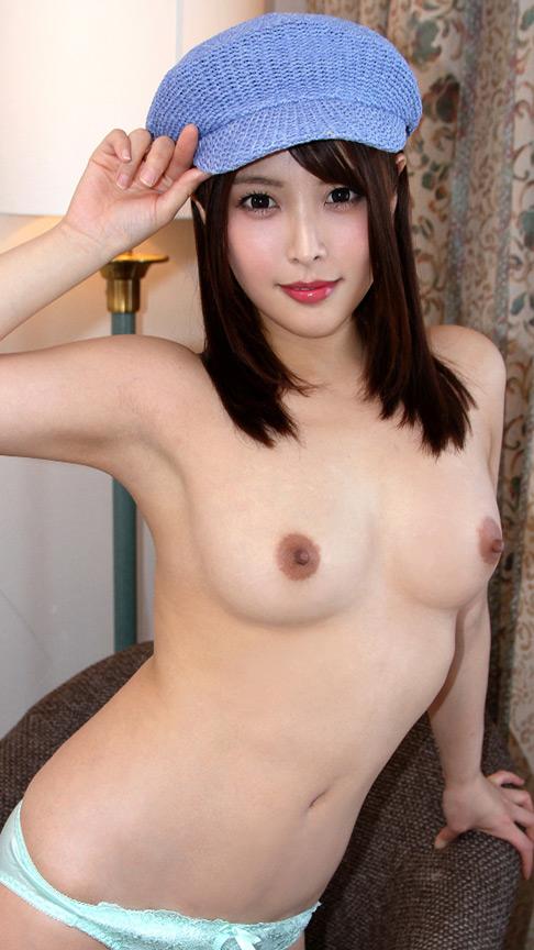 キャスケット帽の巨尻美女 ドM男のザーメン搾り取る!