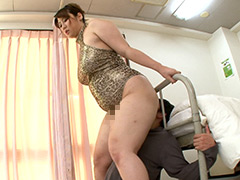 柚木彩華|ストーカー巨女! 獲物を狙うデカ尻・超太腿