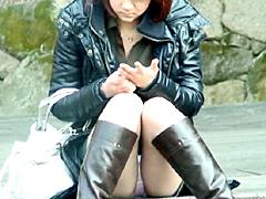 盗撮 ブーツを履いた女の太ももとパンティー1