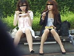 ランチを食べているOL美女のパンチラを隠し撮り