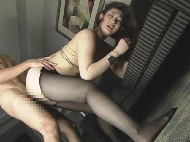 エロ脚デカ尻な若妻にパンスト履かせて中出し!