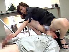 【エロ動画】熟女の顔騎手コキのエロ画像