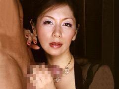 【エロ動画】イヤらしい熟女のチ○ポ狩り 翔田千里のエロ画像