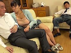 【エロ動画】夫が近くにいるのに寝取られたがる不倫妻4 三喜本のぞみのエロ画像