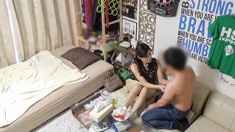 エロ動画7 | イケメンが熟女を部屋に連れ込んでSEX盗撮した動画102サムネイム02