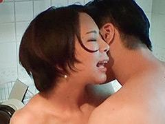 イケメンが熟女を部屋に連れ込んでSEX盗撮した動画106