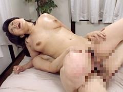 【エロ動画】近親相姦 中年ばああに童貞を奪われる瞬間のエロ画像