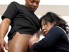 【エロ動画】黒人センズリ鑑賞のエロ画像