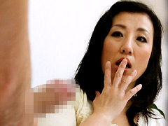 【エロ動画】自慰視姦 〜熟女にオナニーを見せつけたら〜のエロ画像