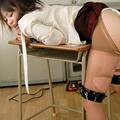 女教師、教卓で失禁する