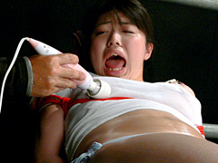 乳首陵辱で狂乱する女