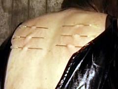 【エロ動画】馬小屋 de 虐待のエロ画像
