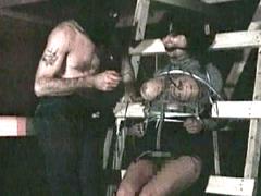 【エロ動画】監禁流血の生地獄のエロ画像