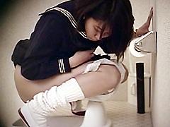 侵入女子校卒業式女子便所1