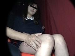 【痴漢映画館】エチエチな女子大生と濃厚接触