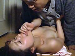 【エロ動画】旦那の隣で義父にやられる嫁 加藤ツバキの人妻・熟女エロ画像