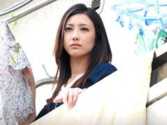 【エロ動画】狙われた美人若妻のエロ画像